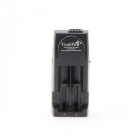 Електронска цигара Делови  Trustfire полнач за 18650 батерии.